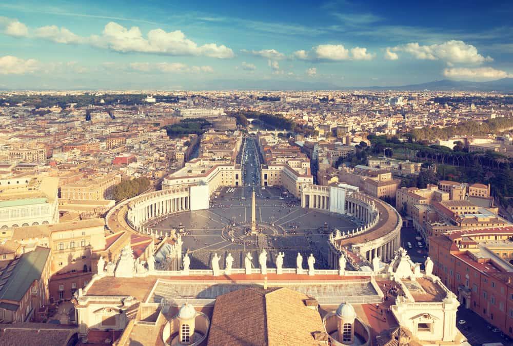 Tko je bio prvi papa